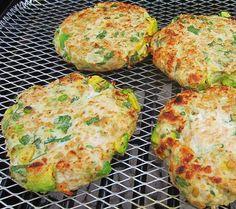 Hambúrguer de frango com abacate | Procura uma forma diferente e saborosa de incluir mais peito de frango na sua dieta? Então esta receita de hambúrguer de frango com abacate é exatamente aquilo que precisa de experimentar.