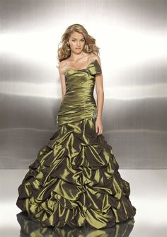 If I ever have a need to wear another gown in my life THIS IS THE ONE! Its beautiful!