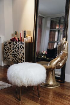 old hollywood glamour - BE by Brittaney Elise Glam Closet, Interior Styling, Interior Design, My Furniture, Old Hollywood Glamour, Textures Patterns, Decor Styles, Master Bedroom, Ottoman