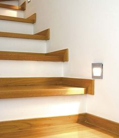 Integra la luz To keep the staircase well lit, sconces can be installed along its path; House Staircase, Staircase Remodel, Curved Staircase, Stair Railing, Home Stairs Design, Railing Design, Interior Stairs, House Design, Stairs Trim