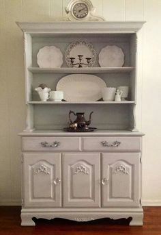 Refinished by Cottage Chic Furniture http://cottagechicbyjeanne.blogspot.com/?m=1