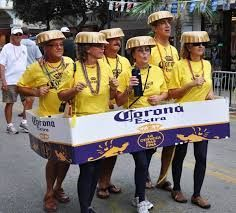 Now that's creative! Karneval - Now that's creative! Karneval Source by Family Costumes For 4, Funny Group Halloween Costumes, Creative Costumes, Halloween Outfits, Mexican Halloween Costume, Zombie Costumes, Halloween Ideas, Halloween Couples, Homemade Halloween