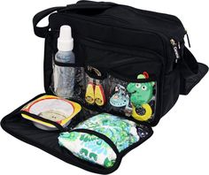Med Carena Koster skötväska får du plats med allt du behöver när du är på språng. Funkar lika bra att hänga över axeln som att haka fast på barnvagnen. Koster är en mycket tålig väska i nylon som är smutsavvisande och enkelt kan t
