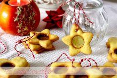 Come fare i Biscotti di vetro per Natale? Non c'è cosa più semplice! Preparare i golosi biscotti di pasta frolla con una finestrella semitrasparente dorata