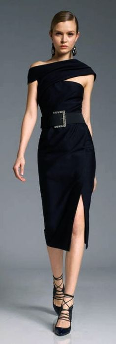Donna Karan always designing sexy for women of a certain age. She is so creative in covering places, that may need to be coverd High Fashion, Womens Fashion, Mode Outfits, Donna Karan, Mode Style, Elie Saab, Beautiful Outfits, Dress To Impress, Evening Gowns