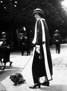vintage everyday: 50 Fabulous Vintage Photos That Show Women's Street Style from the 20s Fashion, Fashion History, Art Deco Fashion, Vintage Fashion, Street Fashion, Fashion Dresses, Feminine Fashion, Classic Fashion, Female Fashion