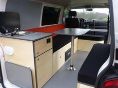 L'aménagement North est très convivial avec son grand espace de vie. Van Mania, aménagement de fourgon en camping car.