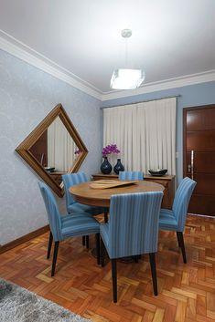 4 Fabulosas Residências – Habitare Wooden Garden Edging, Loft, Dining Chairs, House Design, Furniture, Home Decor, Dining Room, Log Projects, Arquitetura