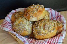 Chifle pufoase de casa cu cartofi - chifle moi si aromate din aluat cu cartofi, cu seminte de floarea soarelui. Ce miros, ce arome! Din piureul de cartofi My Recipes, Recipies, Cooking Bread, Deserts, Muffin, Breakfast, Food, Breads, Romanian Recipes