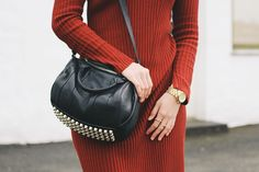 H&M red ribbed knitted dress, gold jewellery