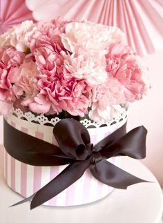 bouquet délicat de fleurs en rose pâle pour la St-Valentin