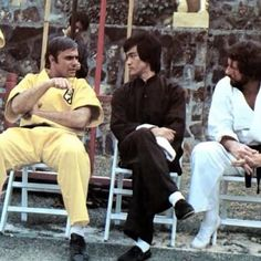 Off Camera , Enter The Dragon. Bruce Lee Training, Bruce Lee Kung Fu, Steve Mcqueen Style, John Saxon, Bruce Lee Family, Carlos Martinez, Bruce Lee Martial Arts, Kung Fu Movies, Bruce Lee Photos