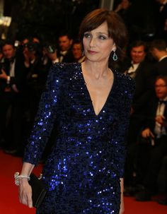 Kristin Scott Thomas en Chopard http://www.vogue.fr/joaillerie/red-carpet/diaporama/les-plus-belles-parures-de-cannes-2013-bijoux-festival-de-cannes-chopard-chaumet-boucheron-de-grisogono-bulgari/13388/image/756756#!kristin-scott-thomas-chopard-festival-de-cannes-2013-only-god-forgives
