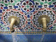 Spanish style homes – Mediterranean Home Decor Spanish Style Homes, Spanish House, Bathroom Inspiration, Design Inspiration, Bathroom Ideas, Brass Tap, Moroccan Tiles, Moroccan Bathroom, Home Building Design