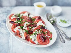 AURA tomaattisalaatti Caprese Salad, Bruschetta, Food And Drink, Low Carb, Cooking, Ethnic Recipes, Christmas, Low Carb Recipes, Cucina