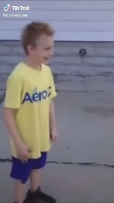 Funny Videos Clean, Funny Short Videos, Some Funny Videos, Funny Videos For Kids, Funny Video Memes, Crazy Funny Memes, Really Funny Memes, Funny Relatable Memes, Funny Vidos