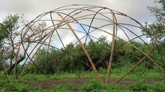 Amazing bamboo geodome made in a simple way Dome Structure, Bamboo Structure, Bamboo House Design, Farm Cafe, Bamboo Building, Dome House, Geodesic Dome, Land Art, Simple Way