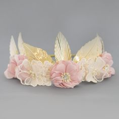 Vintage Hair Style Using Hair Combs + Luxury Hair Clips The best luxury accessories all in one place. Visit our site now to see stunning flower girl jewelry, luxury headbands, and more! Flower Girl Hair Accessories, Flower Girl Jewelry, Girls Accessories, Flower Girl Hairstyles, Crown Hairstyles, Vintage Hairstyles, Hair Garland, Luxury Flowers, Luxury Hair