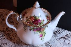 Am coveting a second hand vintage tea pot. This one is beautiful.