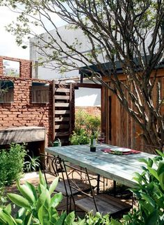 Small backyard by Fabio Lorente e Izabel Possatto, da OjardiM