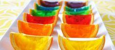 Elas possuem outras utilidades e podem se transformar em uma sobremesa simples e saudável. A gelatina ganhou a fama de ser o alimento número 1 quando o assunto é dieta. Saborosa, refrescante, hipocalórica, ajuda a combater aquela vontade aguda por doces e guloseimas e ainda, de baixo custo e fácil preparação. Sim, a gelatina é tudo isso, sim! http://www.bibeli.com.br/post-interna/gelatina-com-criatividade