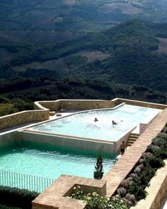 This amazing outdoor swimming pool design ideas will refresh and relaxing your mind.  #SwimmingPool #OutdoorPool
