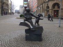 Erik Seidel, Vater und Sohn, 1995 - Denkmal vor dem Erich-Ohser-Haus in Plauen