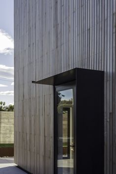 Image 3 of 17 from gallery of The Whittaker Cube / Dravitzki & Brown. Photograph by Alister Brown Wood Architecture, Contemporary Architecture, Wood Facade, Timber Cladding, Timber House, Marquise, House Entrance, Architectural Elements, Exterior Design