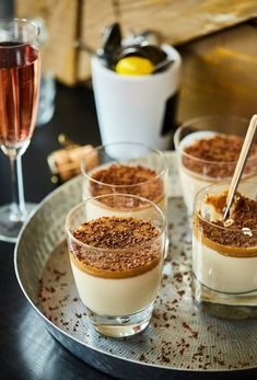 Panna Cotta with homemade caramel sauce Street Kitchen - Lotta Ell Macaron Flavors, Macaron Recipe, Desserts In A Glass, Sweet Desserts, Panna Cotta, Homemade Caramel Sauce, Best Dessert Recipes, Winter Food, Christmas Desserts