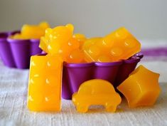 These Homemade Real Non-GMO Vitamin C Gummies are made from fruits that contain lots of naturally-occurring vitamin C. Make your own Vitamin C vitamins. Vitamin C Gummies, Gelatin, Healthy Snacks, Stay Healthy, Healthy Baking, Healthy Kids, Healthy Recipes, Natural Remedies, Herbal Remedies