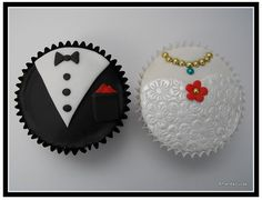 So adorable, I almost wish I was planning another wedding: Individual Bride and Groom Wedding Cupcakes