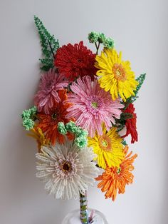 Гербера из бисера Gerbera, Beaded Crafts, Beaded Flowers, Diy And Crafts, Floral Wreath, Wreaths, Plants, Home Decor, Flowers