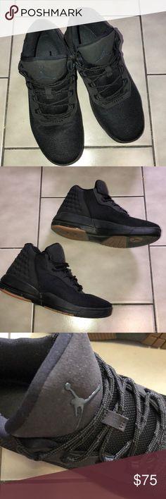 Black jordan sneaker shoes very good