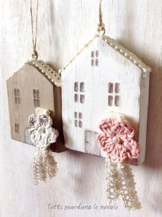 Tutti guardano le nuvole: Little Houses. They are so sweet! Home Crafts, Diy And Crafts, Arts And Crafts, Ideias Diy, Country Paintings, Clay Ornaments, Driftwood Art, Home And Deco, Shabby Vintage