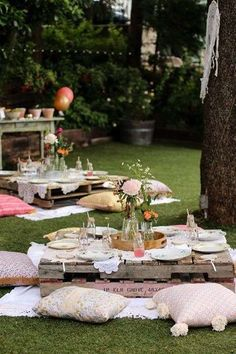 Lovely Boho themed outdoor party - See more amazing party trends for 2016 at B. Lovely Boho themed outdoor party - See more amazing party trends for 2016 at B. Boho Garden Party, Garden Picnic, Garden Party Decorations, Boho Garden Ideas, Vintage Garden Parties, Coachella Party Decorations, Bohemian Party Decorations, Picnic Dinner, Backyard Picnic