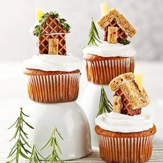 Mini Gingerbread House Cupcakes. Other Christmas cupcake ideas: http://mybellapearlgifts.com/christmas-too-cute-to-eat-cupcakes/