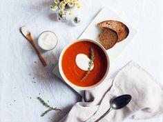 Ich mache mir diese Suppe am liebsten schnell als leichtes Abendessen. Die ist wärmend, aromatisch und ganz einfach gemacht!  Folge dem Link für noch mehr H.A.P.P.Y. Challenge Ideen für den perfekten Start ins neue Jahr!