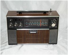 Described in good working condition with some scratchiness on the controls, this Sony stereo radio is not seen very often. Le Radio, Phone Sounds, Radio Record Player, World Radio, Retro Radios, Vintage Appliances, Antique Radio, Transistor Radio, Old Tv