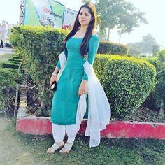 Top dresses for women at bestdresses. Punjabi Suit Simple, Salwar Suits Simple, Punjabi Salwar Suits, Patiala Salwar, White Salwar Suit, Shalwar Kameez, Patiala Suit Designs, Kurta Designs Women, Salwar Designs