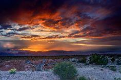 Fabulous Twilight Over Desert (id: 147287) – BUZZERG
