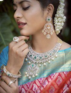Jewelry Design Earrings, Unique Earrings, Necklace Designs, Wedding Jewellery Designs, Wedding Jewelry, Diamond Necklace Set, Diamond Jewelry, Mango Mala, Jhumka Designs