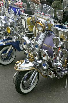 Brighton Mods Lambretta Scooter, Scooter Motorcycle, Vespa Motor Scooters, Bike Cart, Mod Girl, Pedal Cars, Mini Bike, Mod Fashion, Sidecar