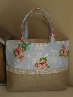floral, lace and burlap or linen Más Burlap Bags, Jute Bags, Hessian, Patchwork Bags, Quilted Bag, Craft Bags, Denim Bag, Denim Jeans, Fabric Bags