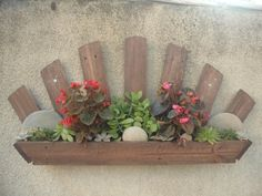 Pallets Made Wood Wall Planter Ideas: . Wall planter can be constructed in every place at home including gardens. You can see pictures of pallets made wall planter that is looking very beautiful and rustic. Pallet Crates, Pallet Walls, Pallet Patio, Pallet Art, Pallet Furniture, Wood Pallets, Pallet Planters, Pallet Ideas, Pallet Projects