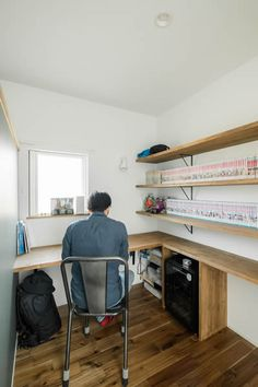 Small Workspace, Home Organization, Storage Spaces, Home Office, Sweet Home, Desk, Shelves, How To Plan, Interior