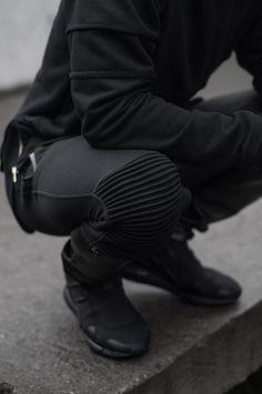 Macho Moda - Blog de Moda Masculina: Calça Biker Jeans, você usaria? Calça de Moletom, Calça Biker de Moletom, All Black, Look Monocromático,
