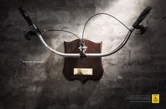 The Print Ad titled Hunted at night was done by Heads Propaganda advertising agency for Respeite Um Carro a Menos in Brazil. Creative Advertising, Print Advertising, Advertising Campaign, Print Ads, Mode Of Transport, Magazine Ads, Ad Design, Creative Design, Hunting