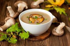 Cheese soup with porcini mushrooms Wild Mushroom Soup, Mushroom Broth, Mushroom Soup Recipes, Cream Soup Recipes, Easy Soup Recipes, Creamed Mushrooms, Stuffed Mushrooms, Stuffed Peppers, Porcini Mushrooms