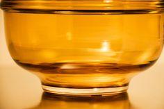 Maison Secret d'Alchimie Paris, Athanor Ambre, crédit photo Gaël Le Bihan Ambre, White Wine, Alcoholic Drinks, Fragrance, Glass, Home Scents, Orange Blossom, Home, Drinkware