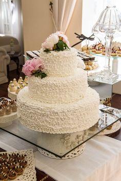 Mesa-de-doces-casamento-chanel-bolo-babado-+-peonia.jpg (683×1024)